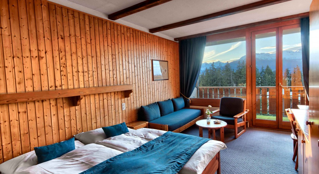 Hotel La Prairie Crans Montana Room with seating area