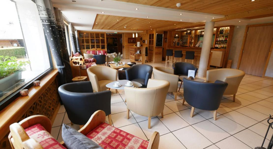 Bar lounge seating Hotel Alpina Morzine