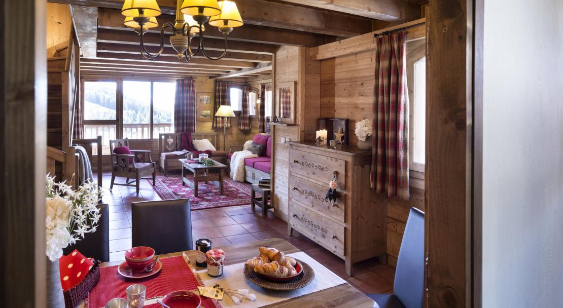 Dining and living area Chalets de la Mouria