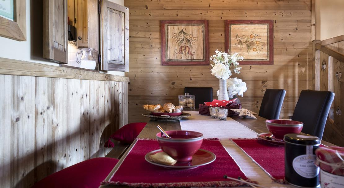 Dining table at Chalets de la Mouria