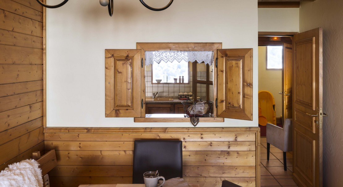 La Plagne Les Cimes Dining to Kitchen
