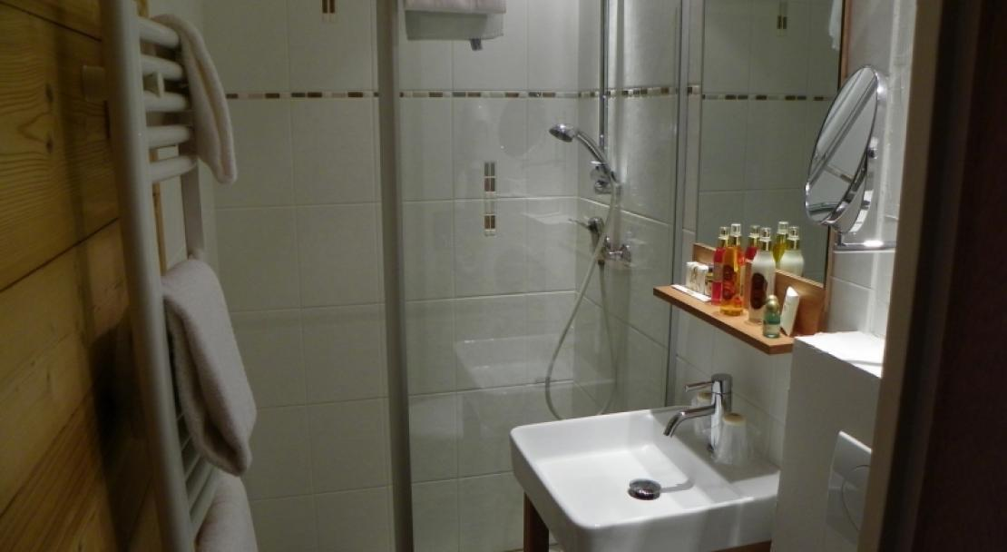 Hotel Carlina - Shower room - La Clusaz