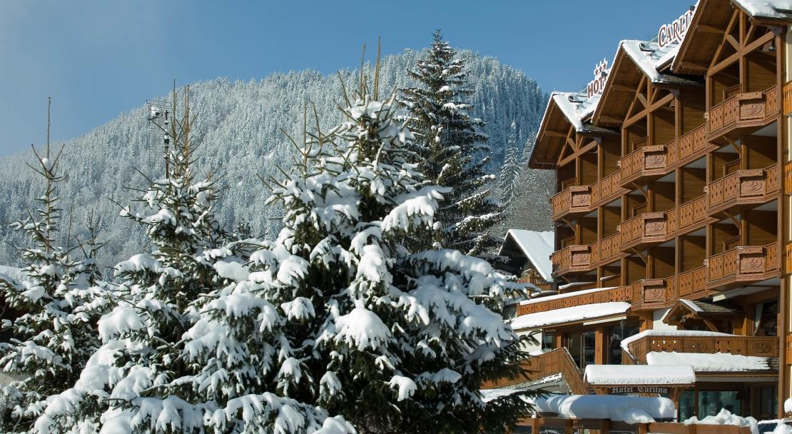 Hotel Carlina - Exterior on a winter day - La Clusaz