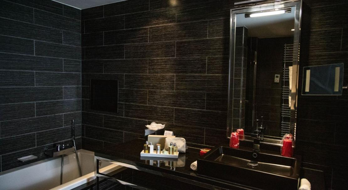 Bathroom; Copyright: Hotel Avenue Lodge