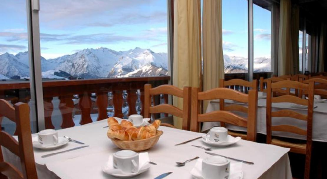 Hotel Le Chaix - Breakfast at the restaurant