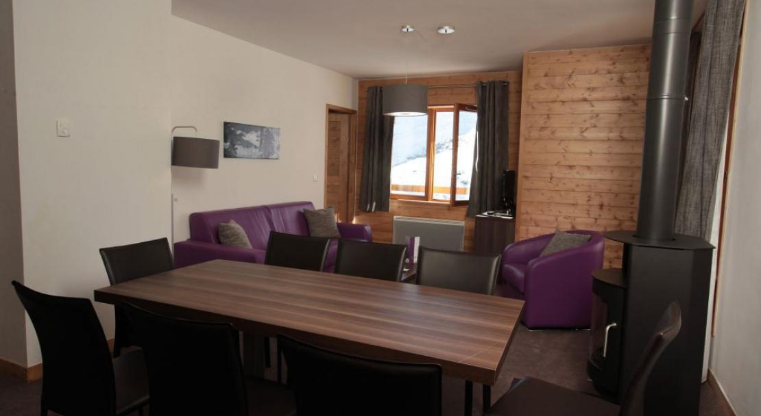 Chalet de Mont Vallon - Room dining area with view