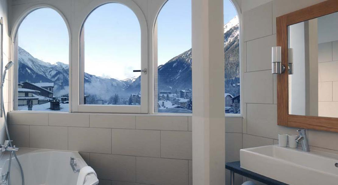 Bathroom with view Hotel le Morgane Chamonix