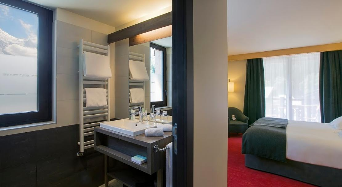 Hotel Excelsior Chamonix Room and Bathroom