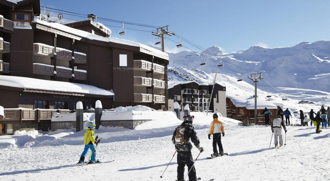 Skiing outside Hotel Le Val Thorens