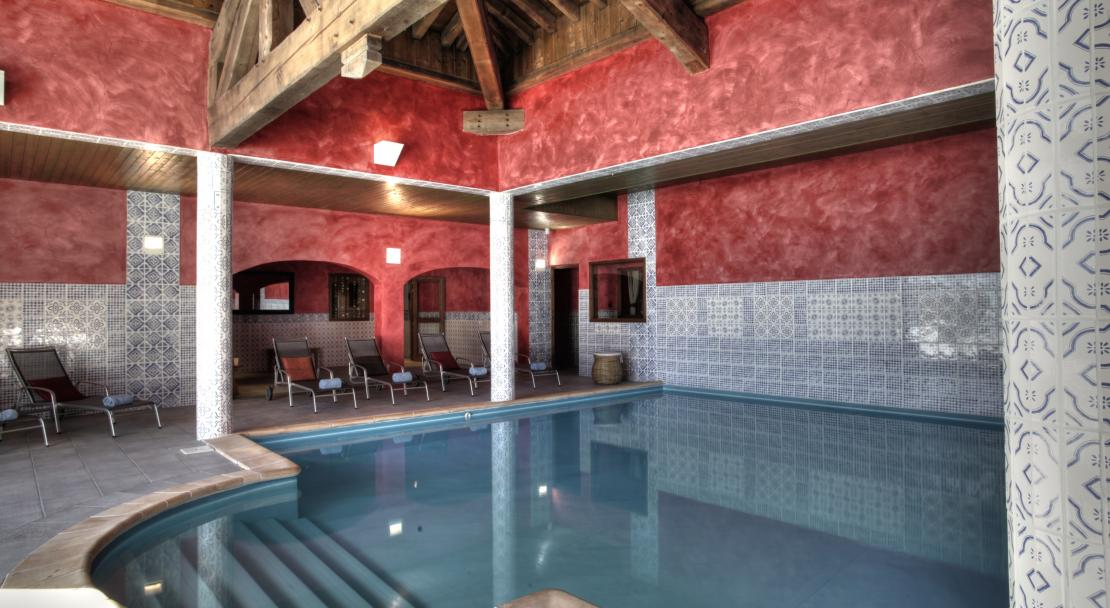 Swimming pool at Hotel les Suites du Montana; Copyright: Laurie Verdier