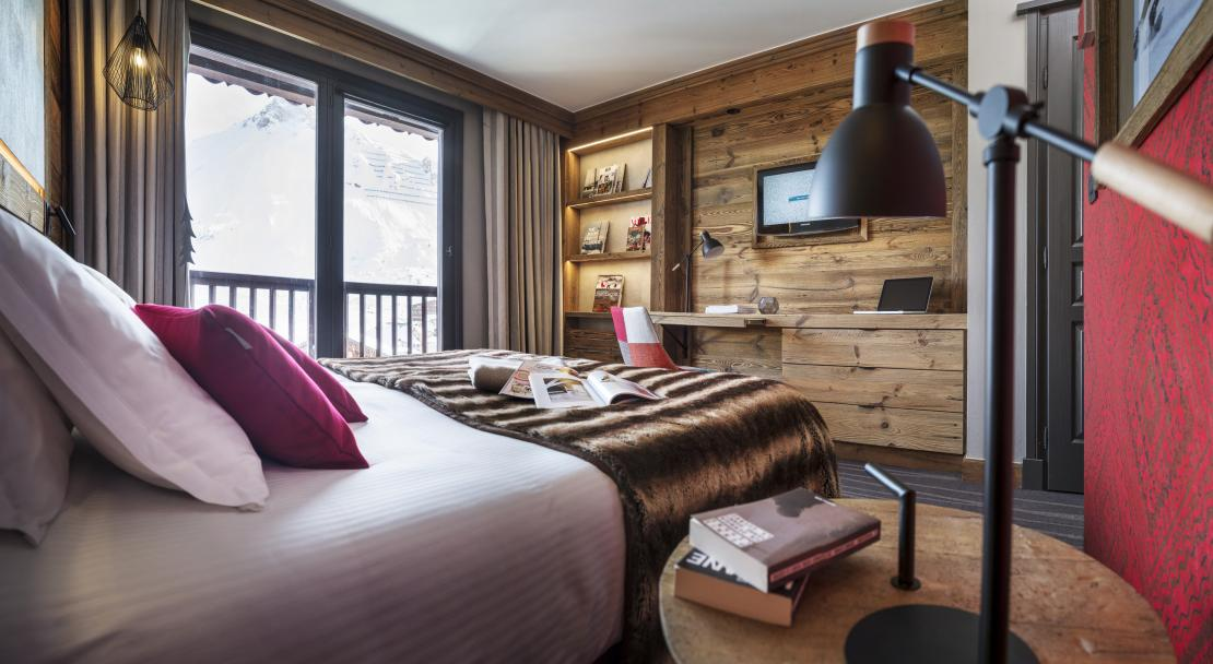 Bedroom at Hotel Village Montana Tignes; Copyright: Studio Bergoend