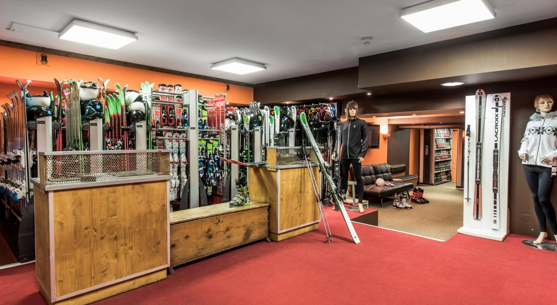 Ski shop at Hotel Village Montana Tignes; Copyright: Studio Bergoend