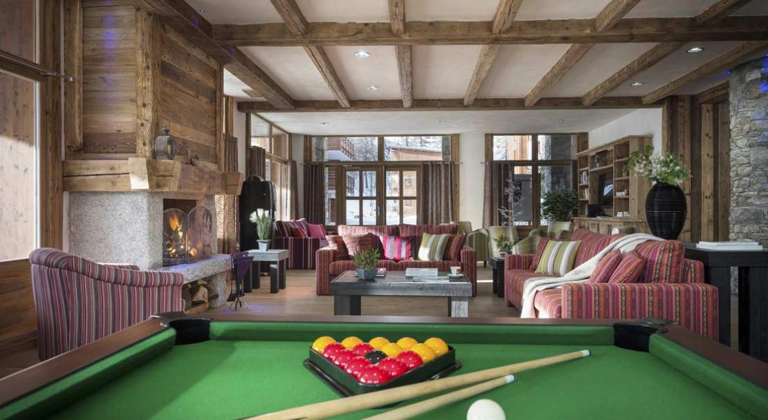 Residence Kalinda Pool Table
