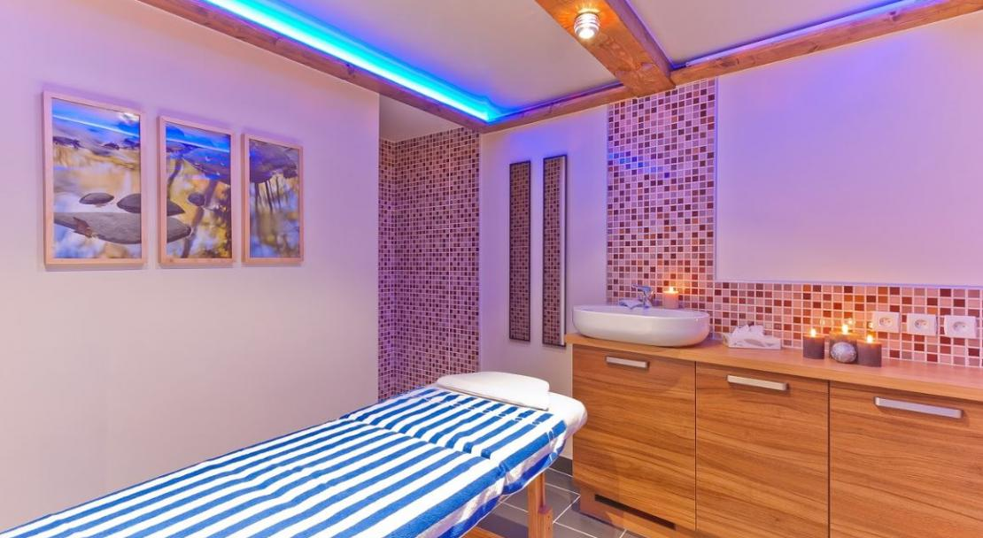 Les Balcons Belle Plagne spa treatment room; Copyright: Les Balcons