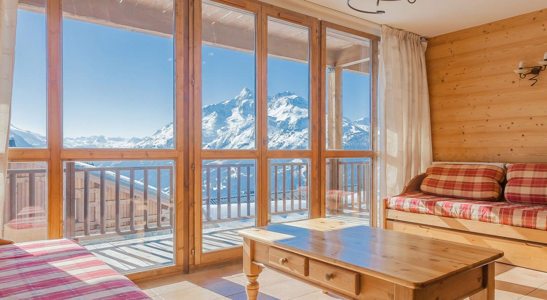 Les Balcons de la Rosiere - seating area with balcony