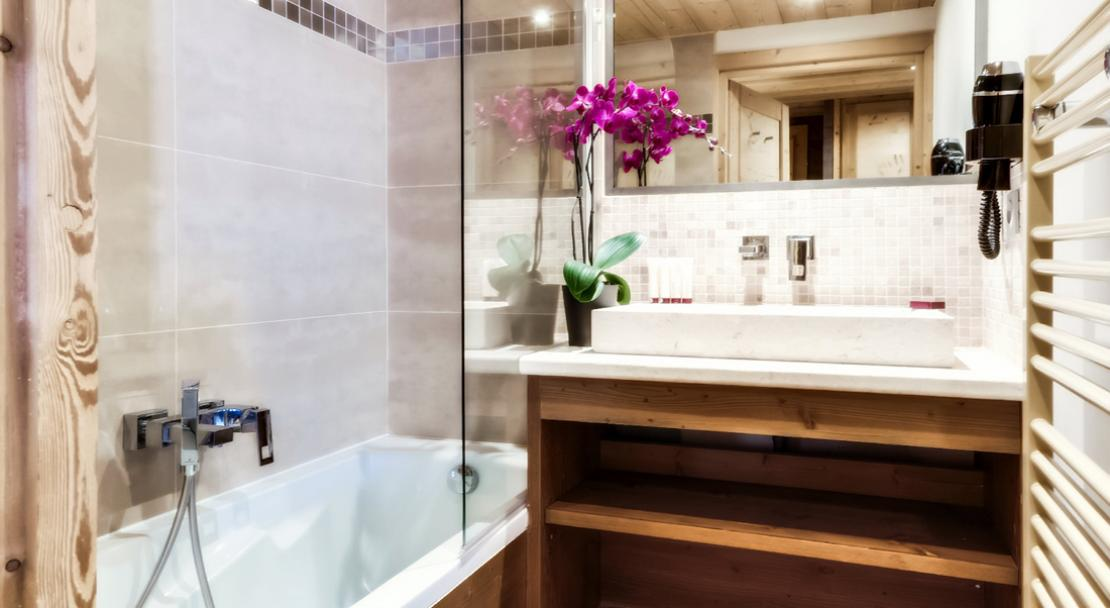 Koh-I Nor Bathroom; Copyright: Chalet des Neiges