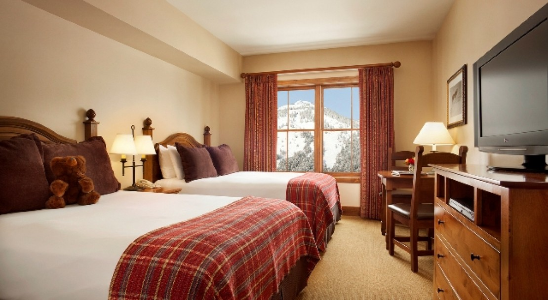 Lodge Queen Room at the Teton Mountain Lodge & Spa