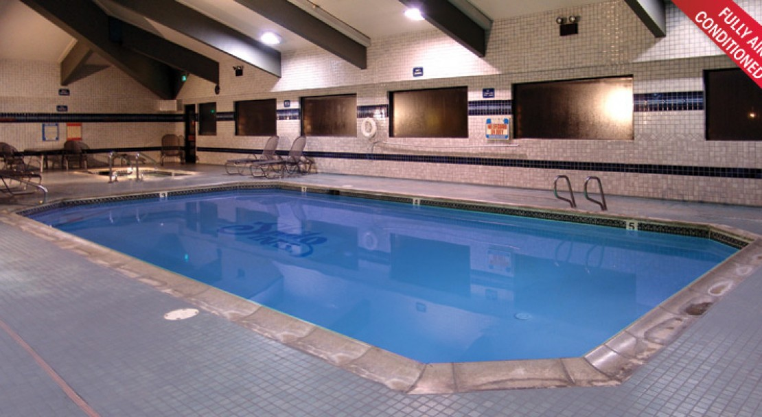 Pool at Shilo Inn Suites - Mammoth Lakes