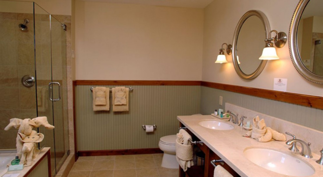 Bathroom at the Lodge at Mountaineer Square - Crested Butte