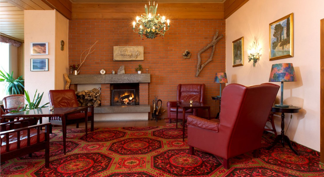 Lobby with fireplace at Wengener Hof - Wengen - Switzerland