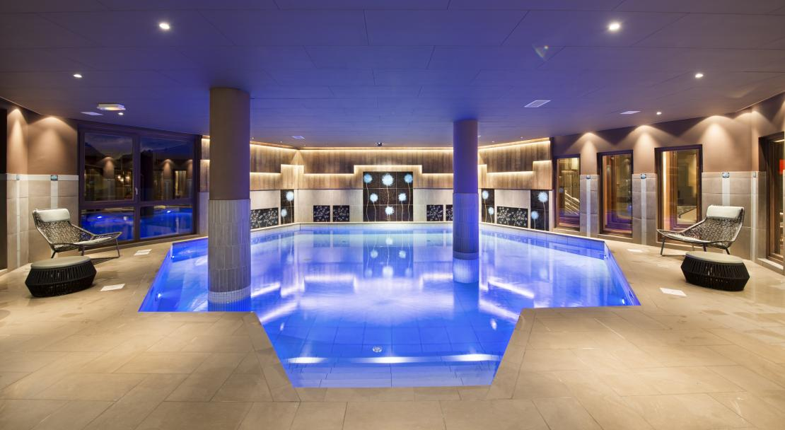 Swimming pool in Le Hameau du Kashmir Val Thorens