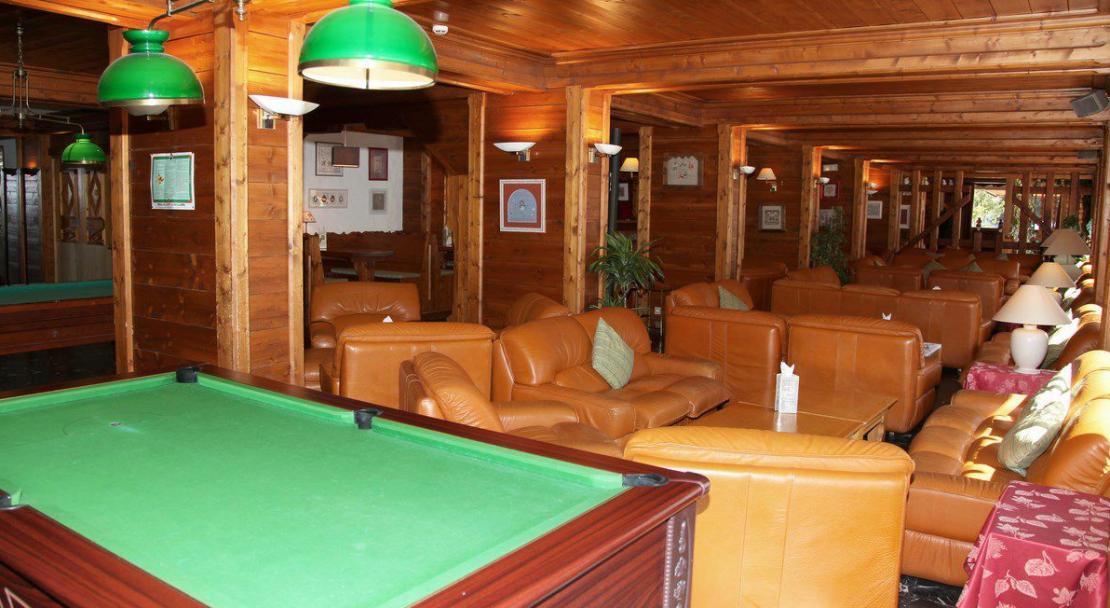 Hotel les Ducs de Savoie Courchevel Pool table