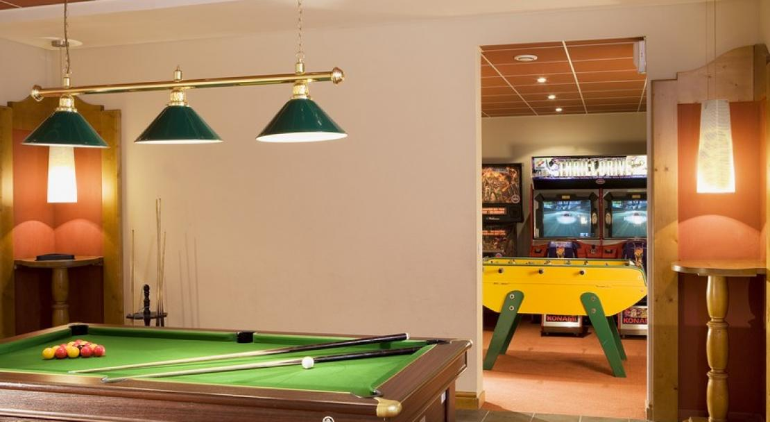 Le Grand Chalet des Pistes, Meribel - Pool table