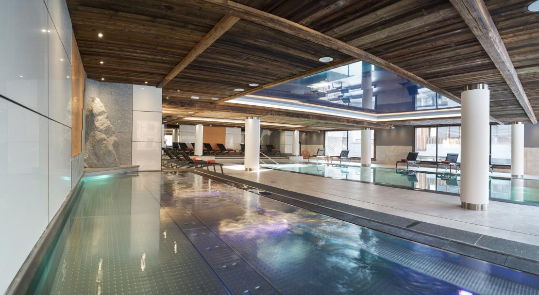 Swimming Pool at MGM Cristal de Jade; Copyright: Studio Bergoend