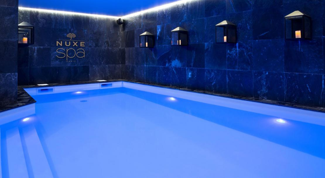 Large atmospheric LED heated indoor swimming pool Hotel Araucaria La Plagne