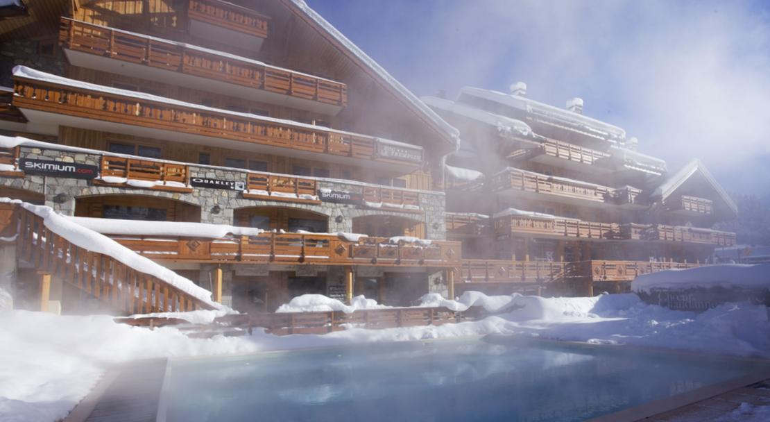 Hotel and outdoor pool at Hotel le Tremplin Meribel; Copyright: Hotel le Tremplin Meribel