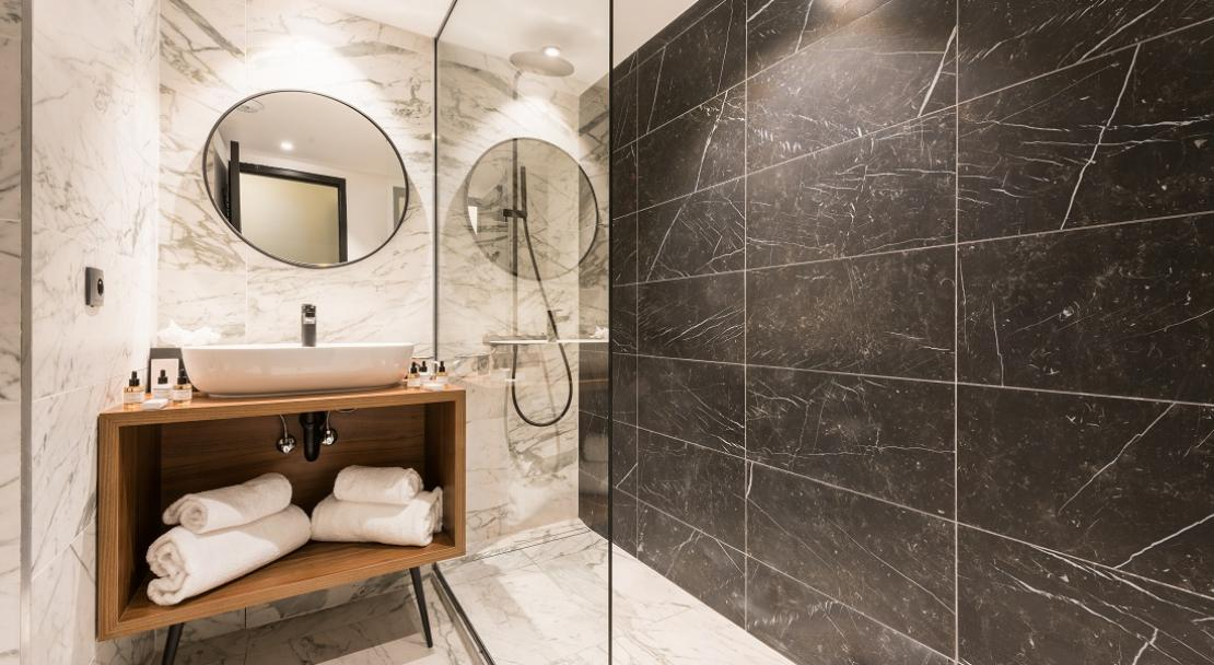 Shower room stylish modern toilet mirror towels tiles Courchevel 1650 Fahrenheit 7 hotel; Copyright: foudimages