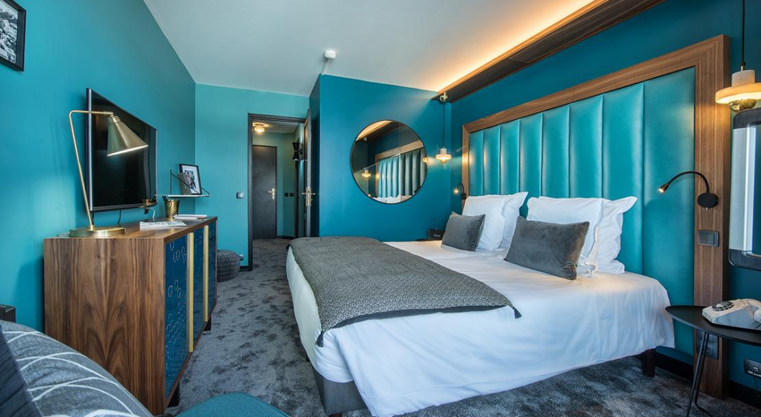 Stylish blue modern refurbished double bed room Fahrenheit 7 Courchevel Moriond; Copyright: foudimages