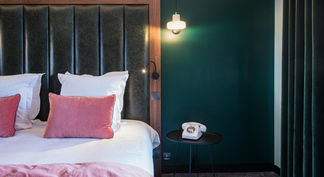Double bed green wall vintage phone Fahrenheit Seven Courchevel 1650 ; Copyright: foudimages