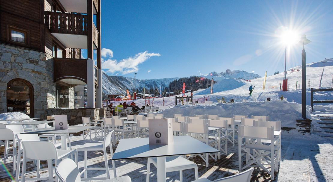 Terrasse bar piste apres-ski Fahrenheit Seven Courchevel 1650 ; Copyright: foudimages