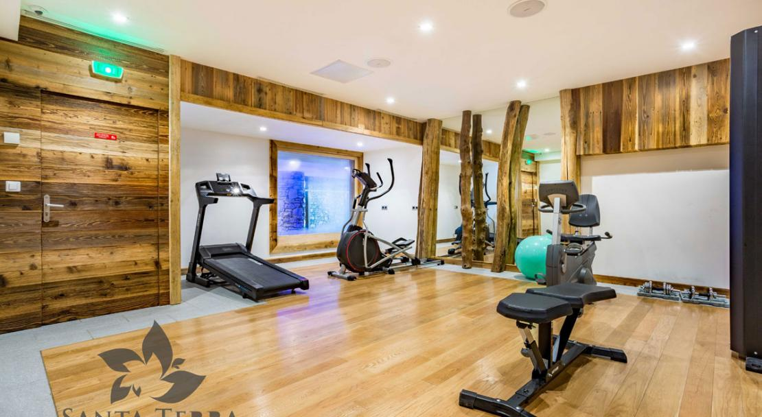 Gym exercise room treadmill step machine wellness Residence Santa Terra Tignes Les Brevieres