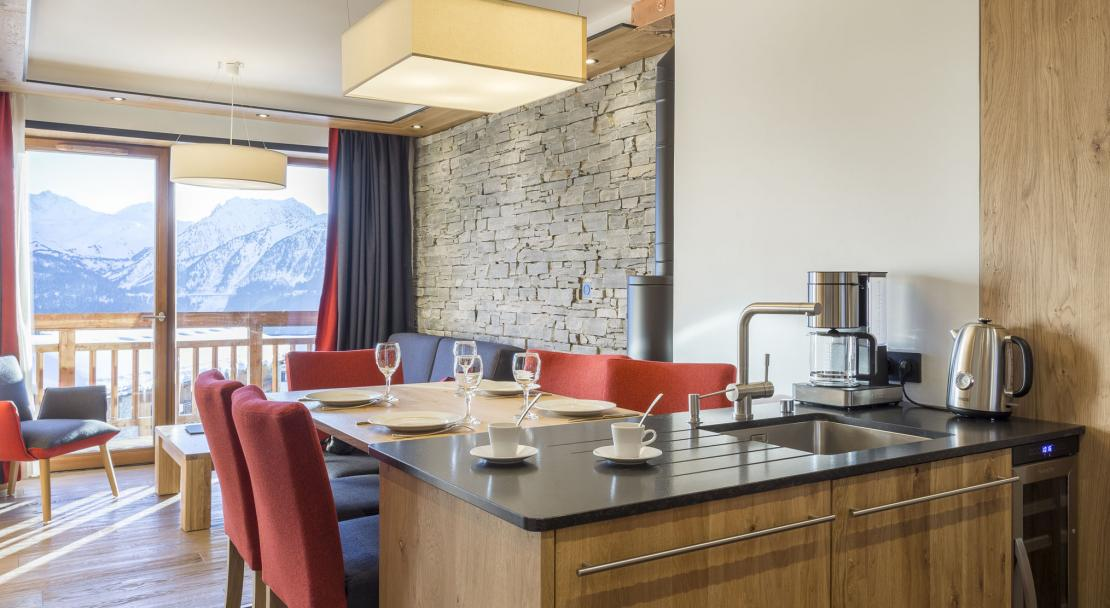 Alparena Superior Family Suite dining area; Copyright: Les Balcons