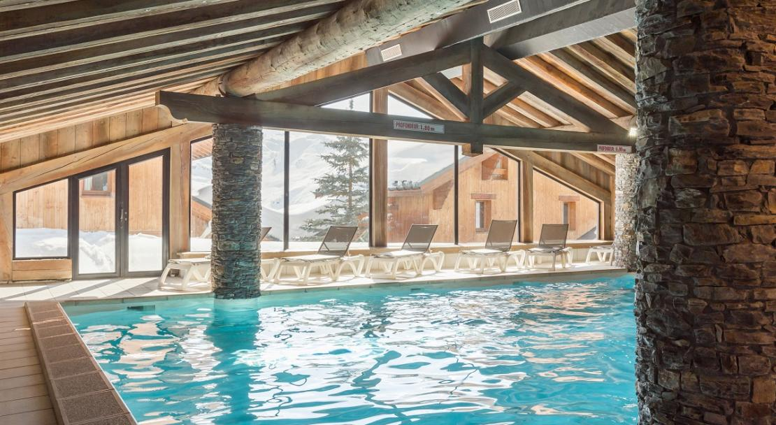 Large airy swimming pool Les Alpages des Reberty Les Menuires P&V; Copyright: Imagera