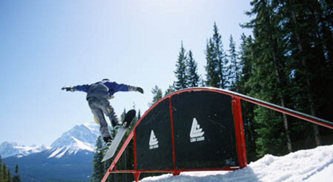 Boarding in Lake Louise; Copyright: Lake Louise Ski Area Mates.  Photo courtesy of the Lake Louise Ski Area