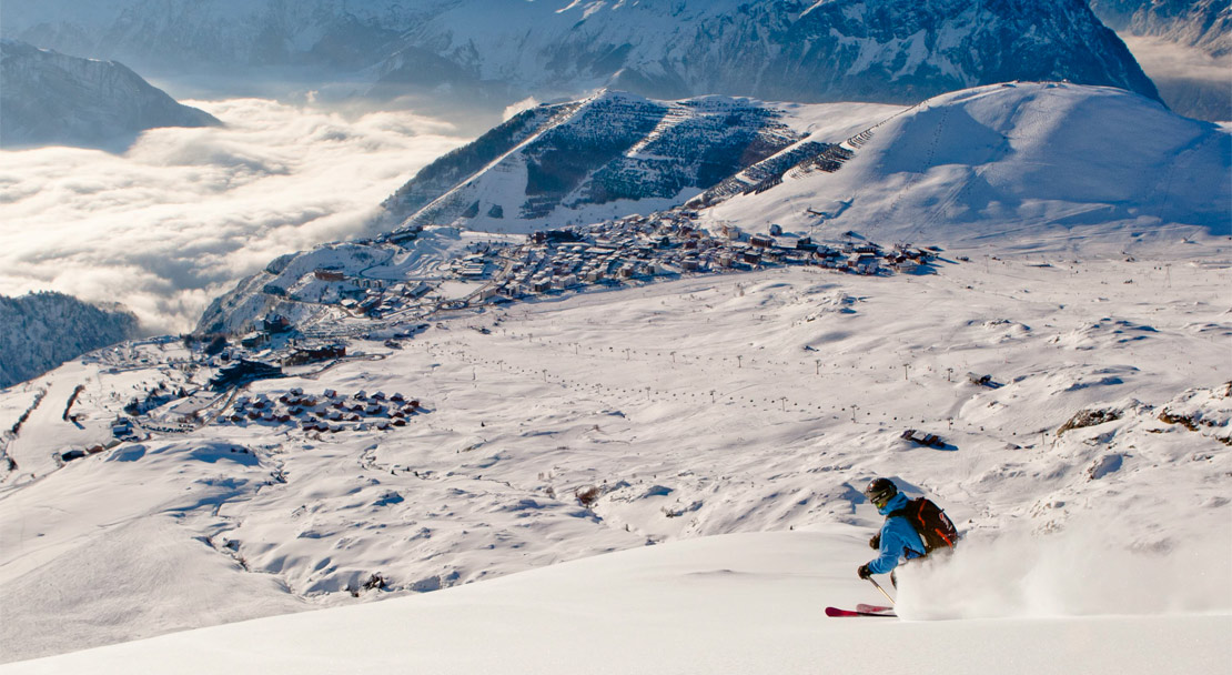 Skiing in Alpe d'Huez; Copyright: Laurent SALINO / Alpe d'Huez Tourisme