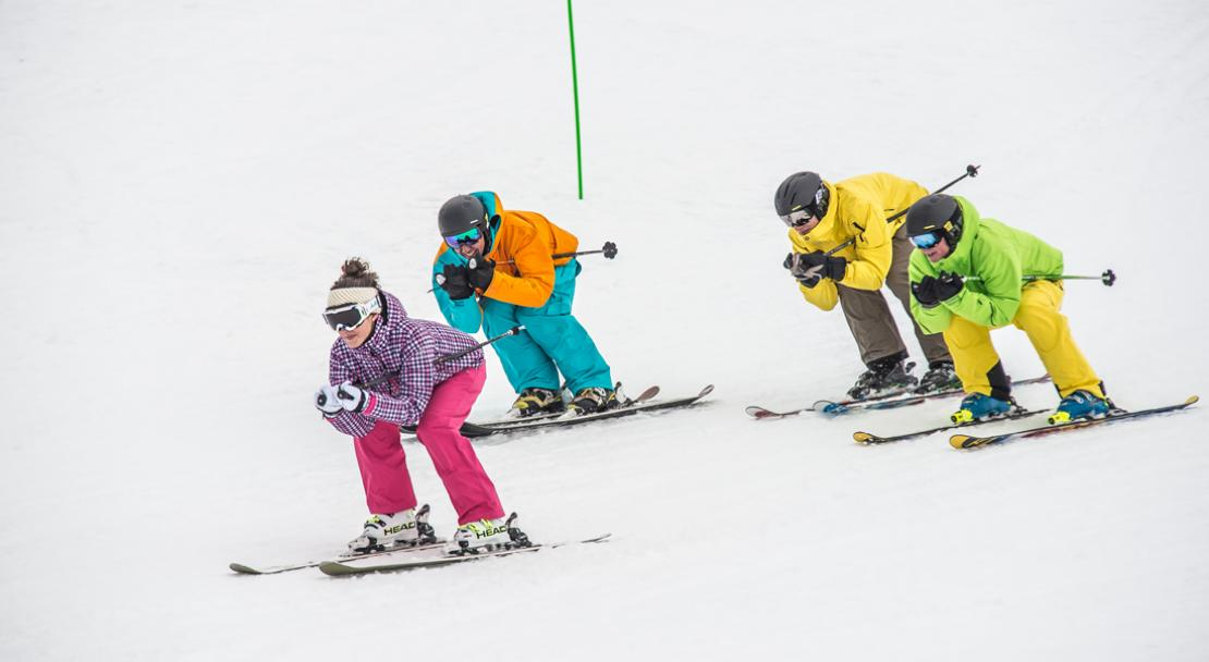 Group of skiers in Alpe d'Huez; Copyright: Propaganda / Alpe d'Huez Tourisme