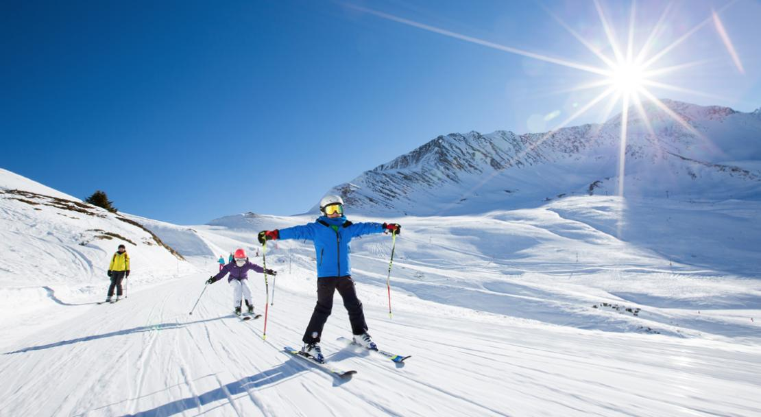Kids skiing the Balme ski area in Chamonix; Copyright: Pierre Raphoz Photographie
