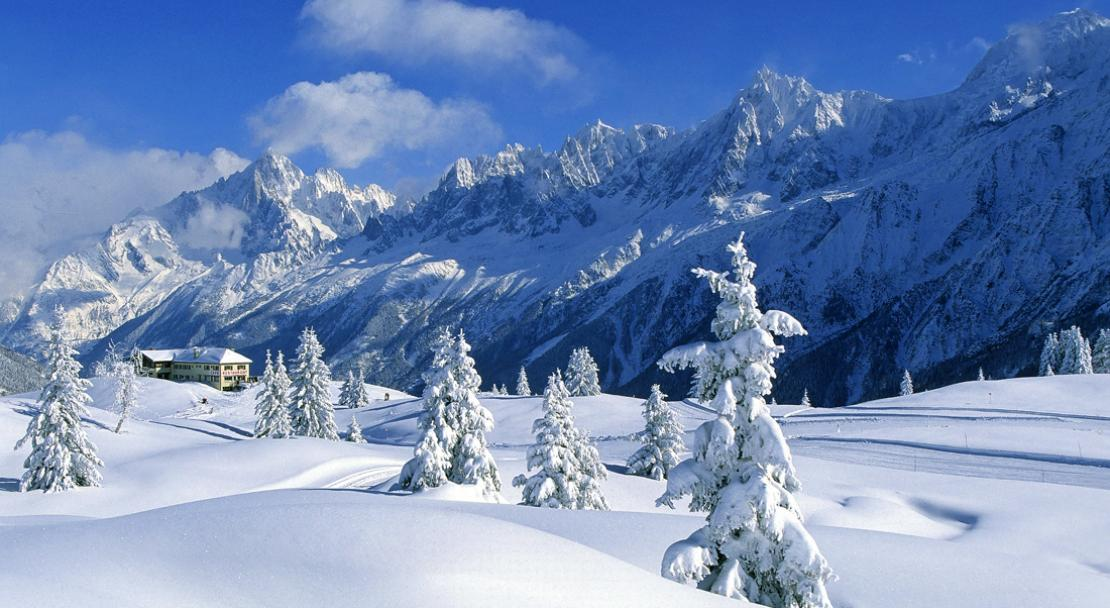 Snowy trees and mountains in Chamonix; Copyright: Jean-Charles Poirot