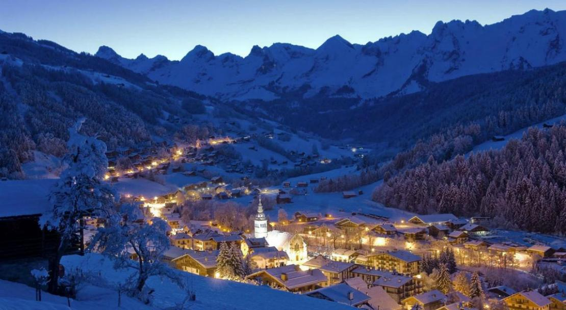 By night, the resort of Le Grand Bornand