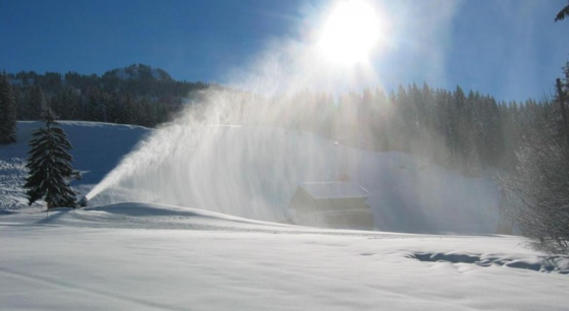 Snow machines ensure good snow cover throughout in Gstaad