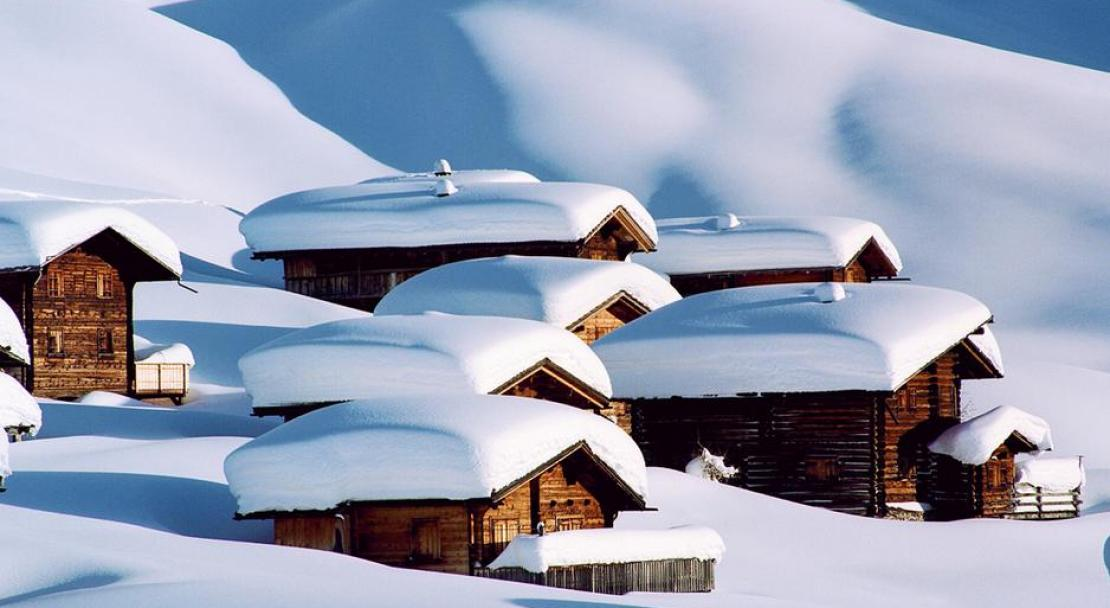 Snow topped chalets in Arosa; Copyright: Arosa Tourist Office