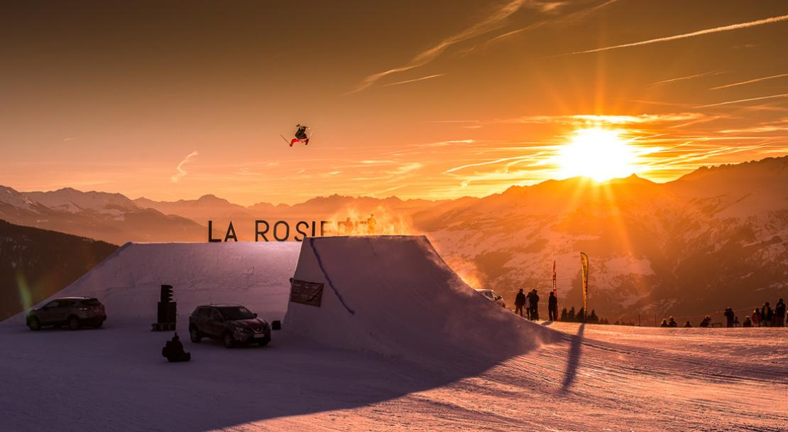 Freestyle Skiing at Sunset in La Rosiere; Copyright: Propaganda