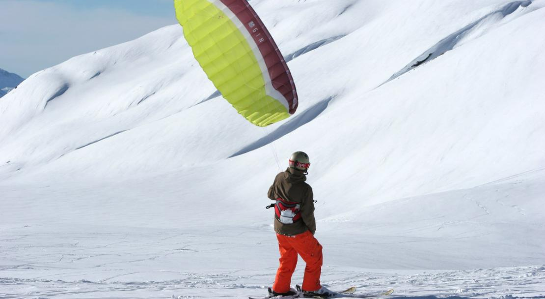 Kite skiing in La Rosiere; Copyright: Propaganda