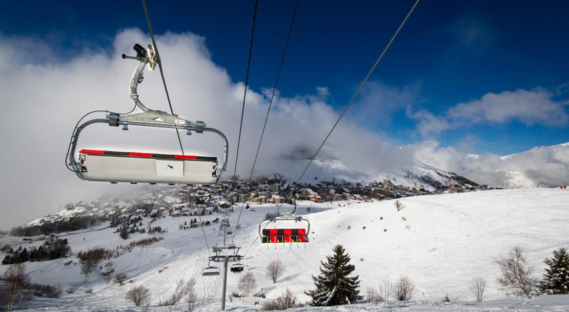 Chair lift in Les Deux Alpes; Copyright: Yoann Pesin