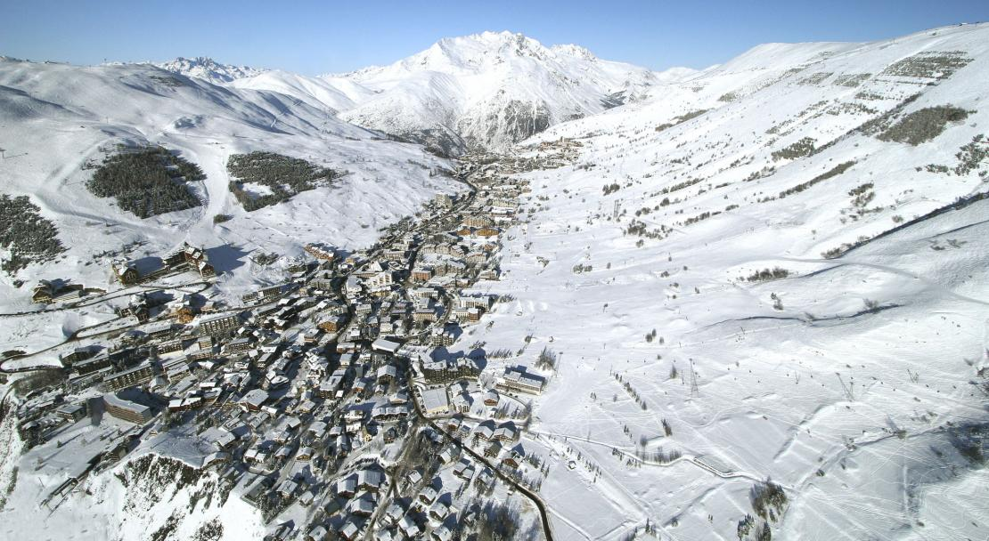 The village from above; Copyright: Les 2 Alpes Tourist Office