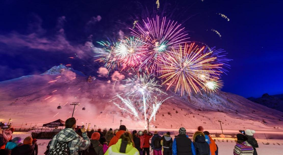 Fireworks New Year Tignes; Copyright: Greg Mistal